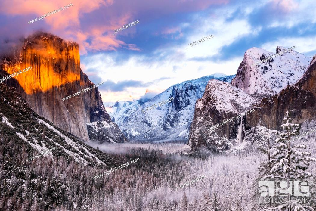 Photo de stock: Winter sunset over Yosemite Valley from Tunnel View, Yosemite National Park, California USA.