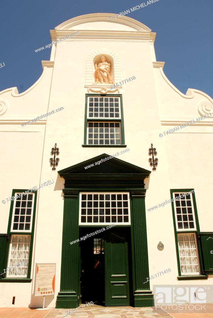 Imagen: Winery House at Groot Constantia in Dutch style with Thatched roof  Cape Town, South Africa.
