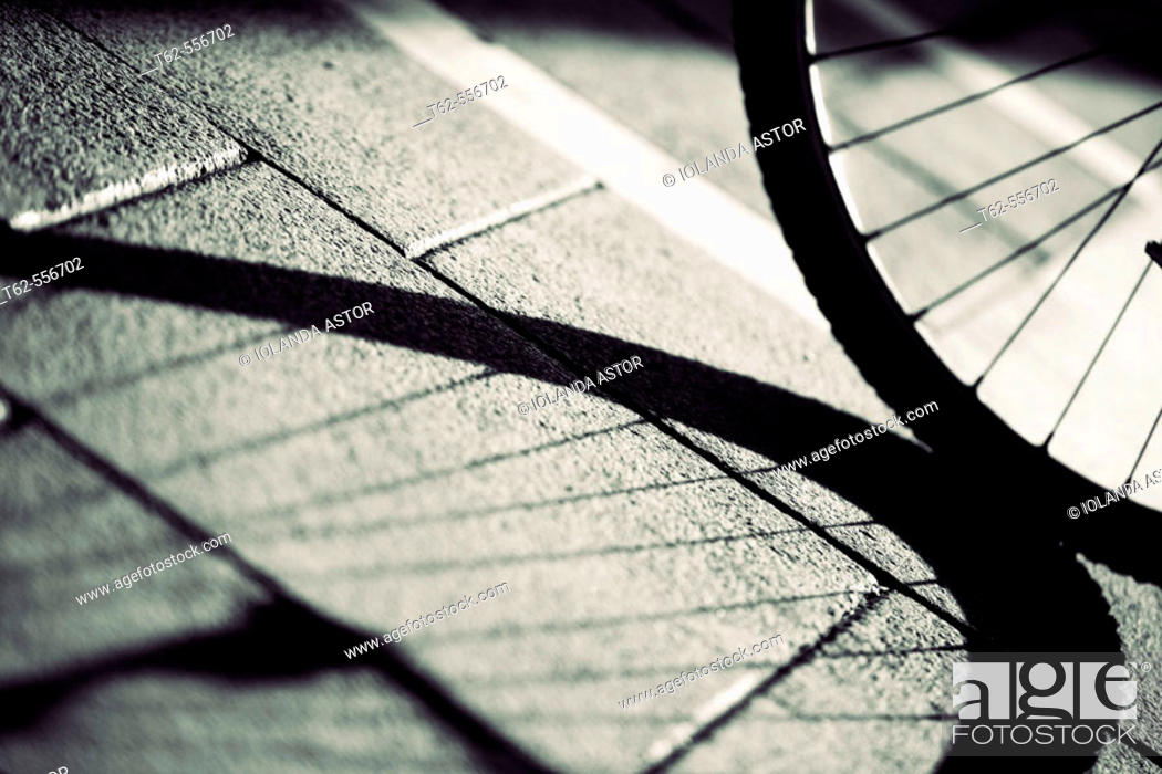 Photo de stock: Bycicle wheel and shadow.