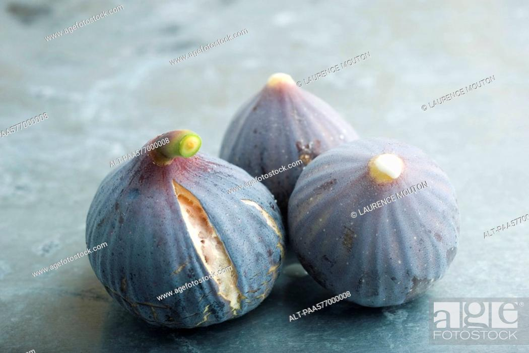 Stock Photo: Ripe figs.