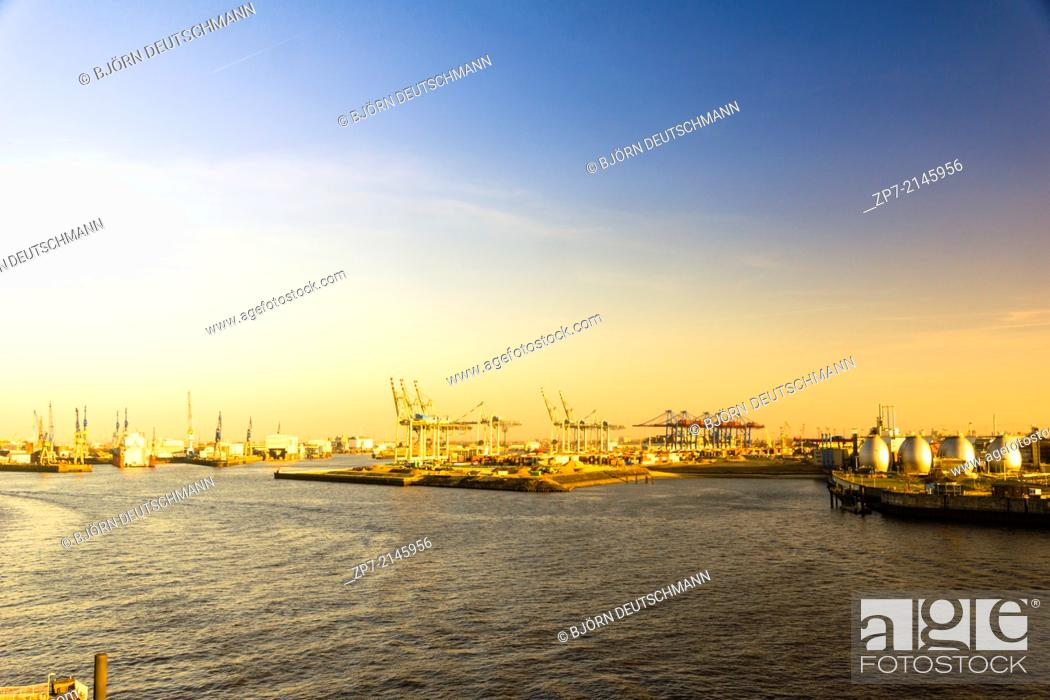 Stock Photo: The Container terminal and shipyard in Hamburg.