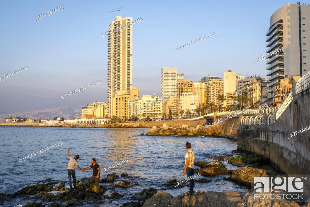 Imagen: Selfie, Corniche, Beirut, Lebanon.