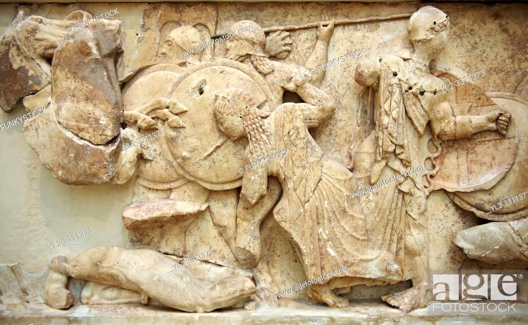Imagen: Treasury of Siphnos. Detail of North Frieze depicting the battle between the gods and the Giants. 525 B. C. Delphi Archaeological Museum.