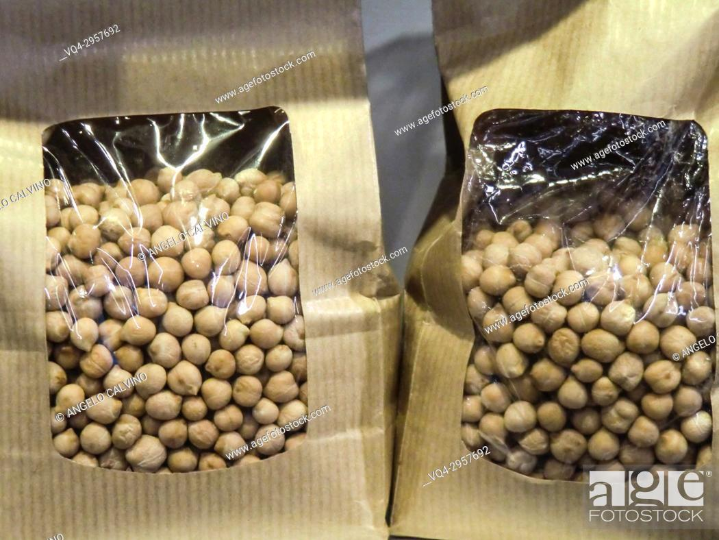 Imagen: Sealed Packages of Dried Chickpeas.