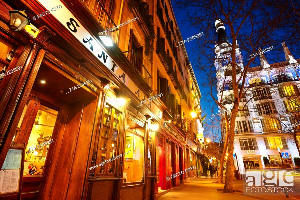 Imagen: Santa Ana tapas bars and restaurants by night. Madrid. Spain.