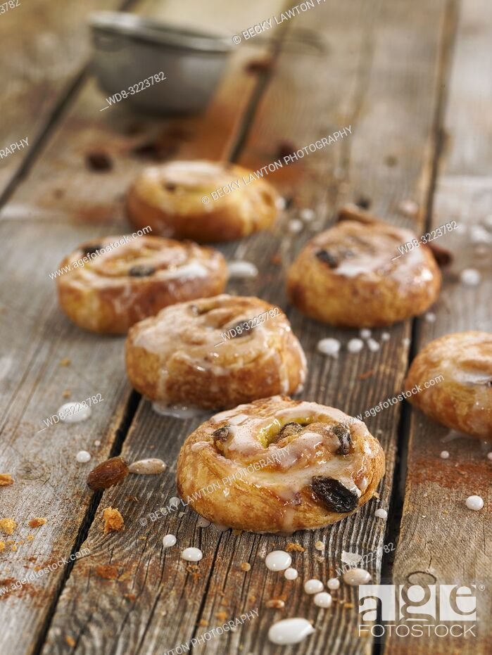 Stock Photo: mini brioche con pasas y jarabe de azucar / mini brioche with raisins and sugar syrup.