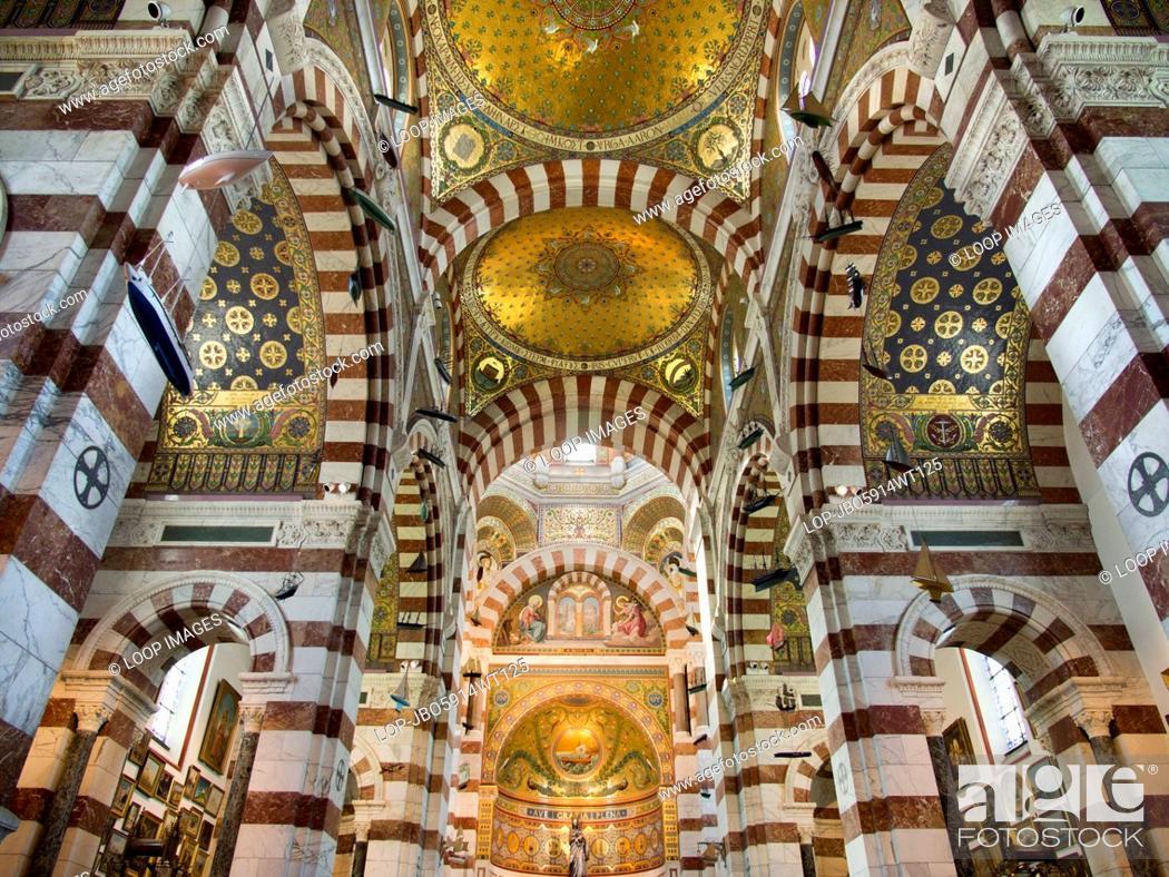 Imagen: The interior of Notre-Dame de la Garde above Marseilles.