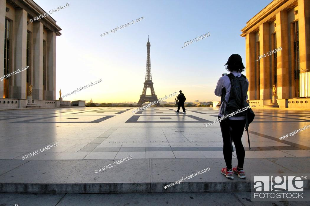 Stock Photo: Eiffel Tower from the Terrace the Rights of Man of Chaillot Palace. Paris, France.