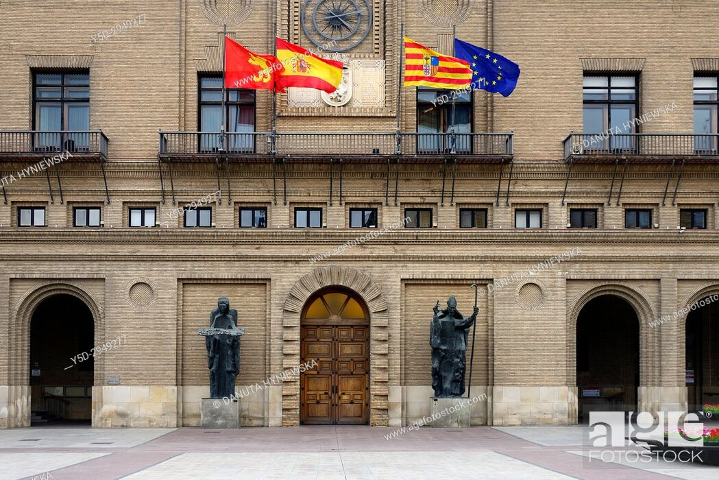 Imagen: Town hall entrance with statues of Angel of the City and San Valero, 1965, by Pablo Serrano, flags from left to right - Zaragoza, Spain, Aragon, EU.