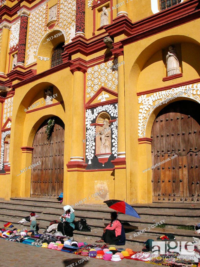 Stock Photo: Vendors in front of cathedral, San Cristóbal de las Casas. Chiapas, Mexico.