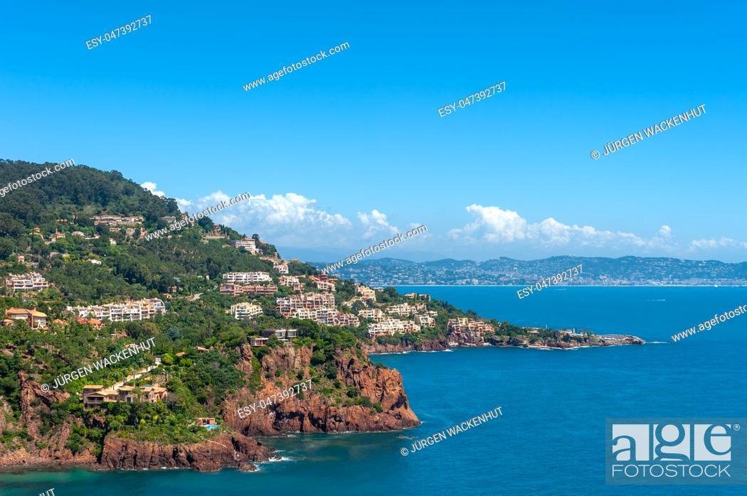 Imagen: Coastal landscape with the bay Calanque des Deux Fréres, Théoule-sur-Mer, Var, Provence-Alpes-Cote d`Azur, France, Europe.