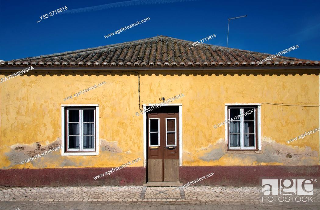 Imagen: traditional house in Raposeira, Vila do Bispo, Algarve, Portugal, Europe.