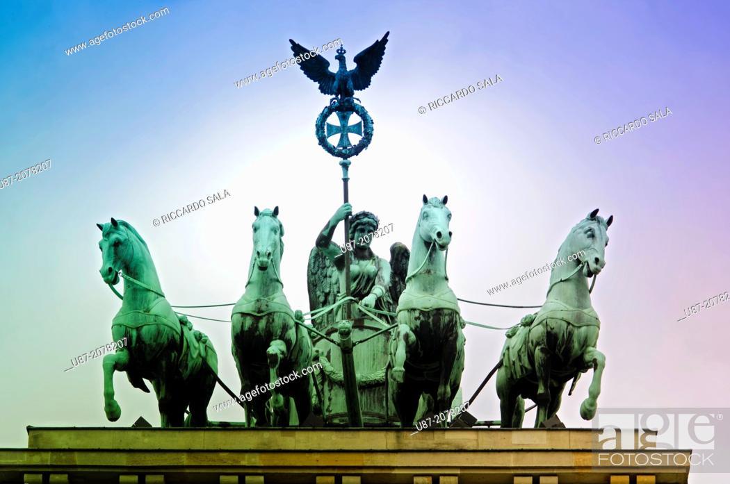 Stock Photo: Germany, Berlin, Pariser Platz Square, Brandenburg Gate.