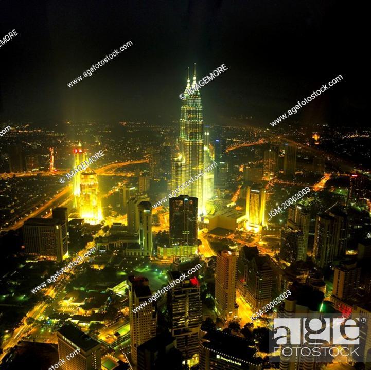 Stock Photo: Malaysia, Kuala Lumpur, Petronas Towers.