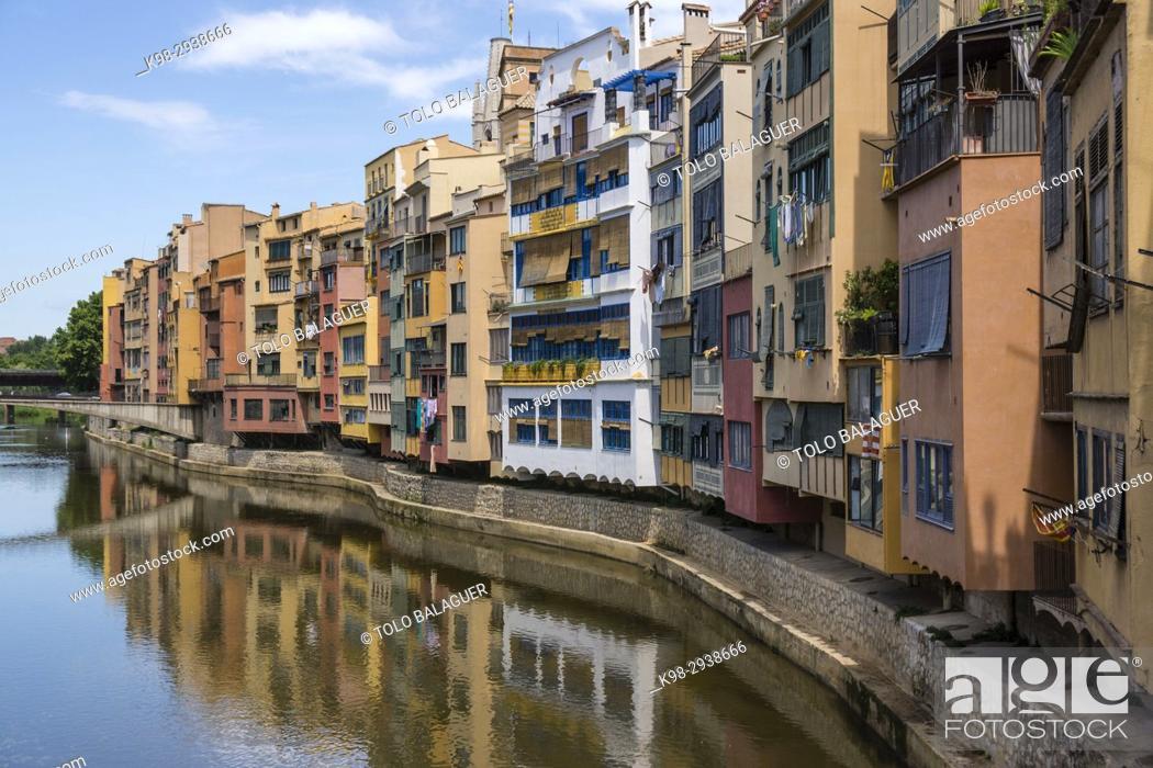 Stock Photo: puente de Sant agustí y casas del onyar, Girona, Catalunya, Spain.