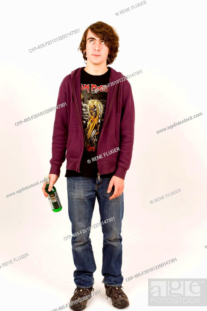 Imagen: young man, boy, attractive, guy, fellow, chap, alcohol, alcohol-containing beverage CTK Photo/Rene Fluger MODEL RELEASED, MR.