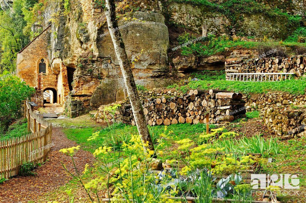Stock Photo: Village de la Madeleine, Dordogne Department, Aquitaine, France.