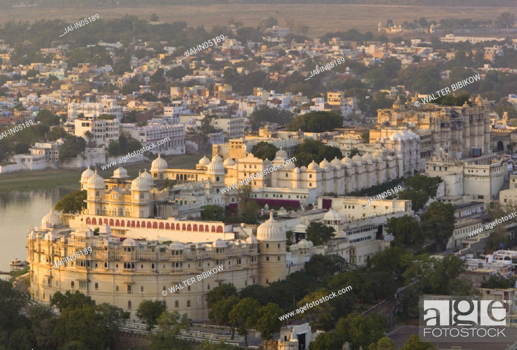 Stock Photo: Old Udaipur and City Palace, Udaipur, Rajasthan, India.