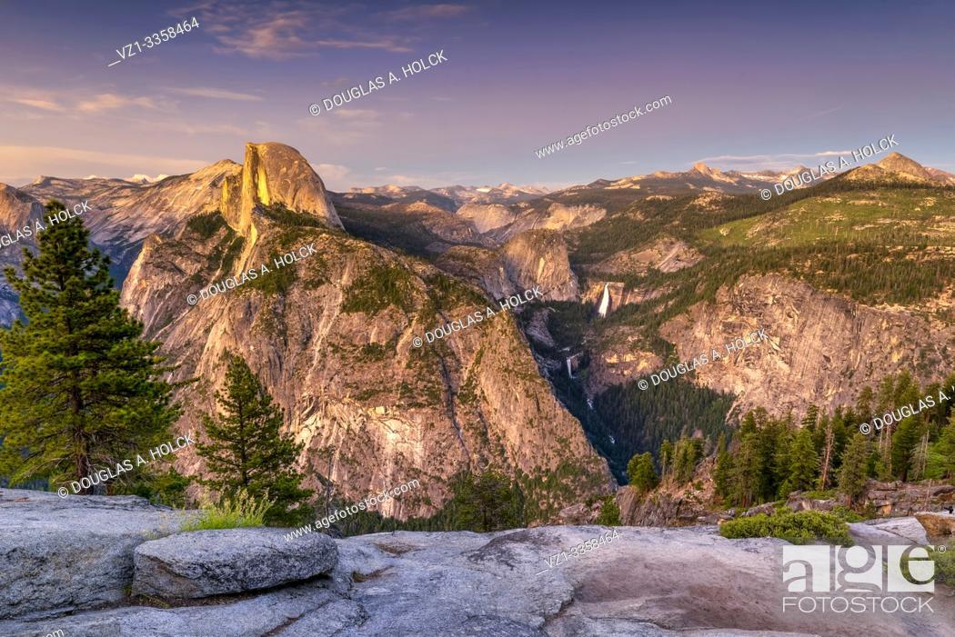 Imagen: Half Dome at Golden Hour Yosemite National Park USA World Location.