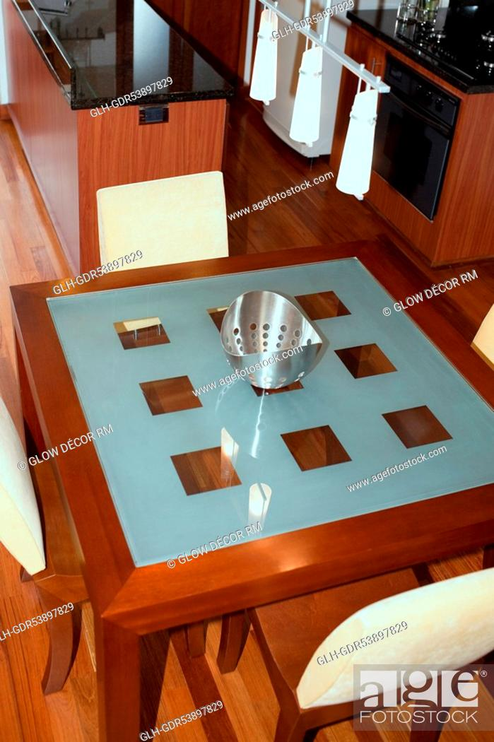 Photo de stock: Dining table in the kitchen.