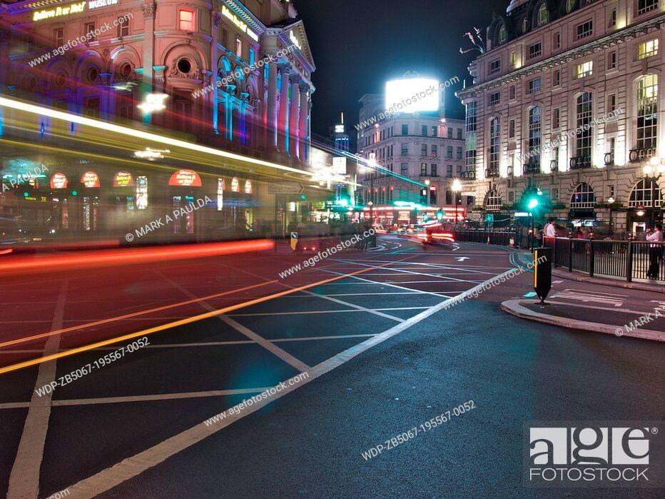 Imagen: Picadilly Circus at night, London, UK.