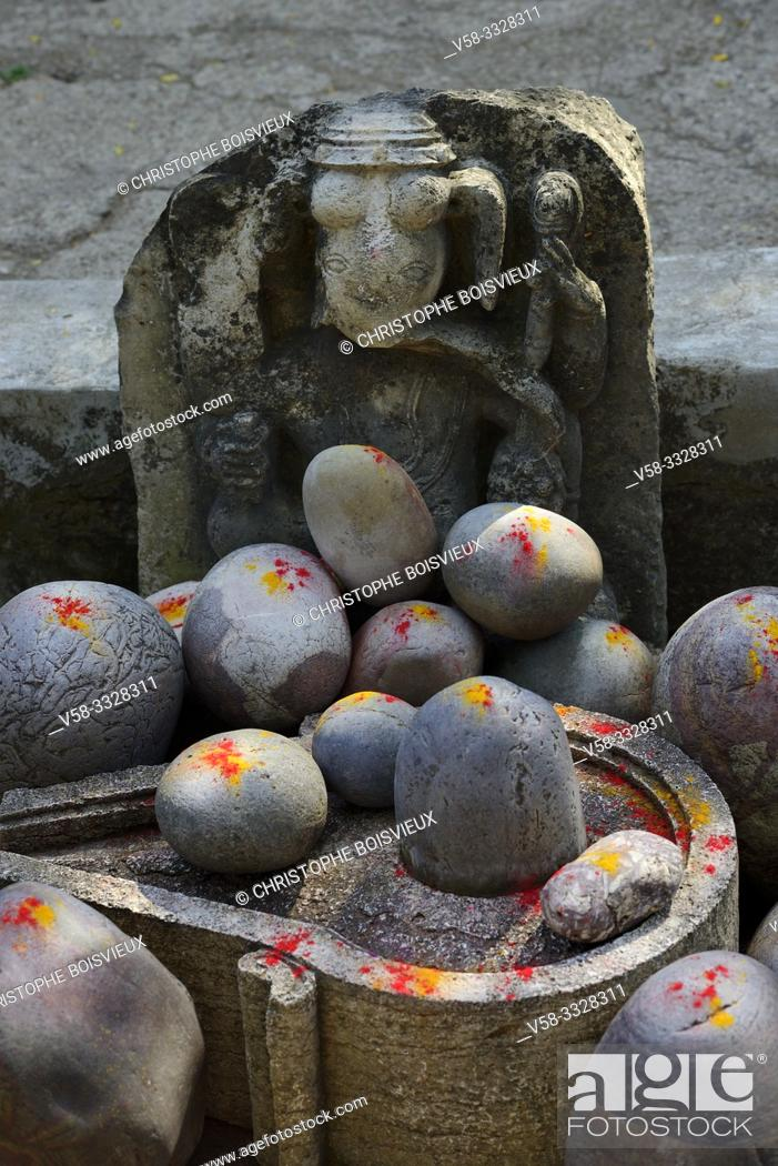 Stock Photo: India, Madhya Pradesh, Maheshwar, Ahilya fort, Collection of Shiva lingams powdered with saffron and vermillion.