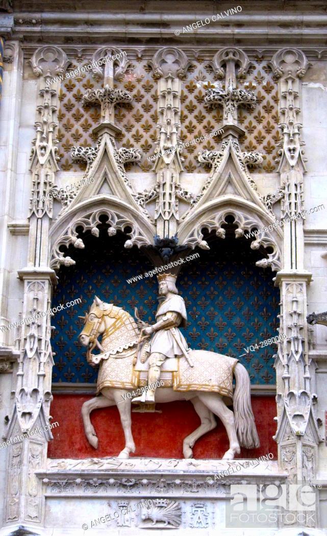 Stock Photo: Statue of Louis XII at Chateau de Blois, Loire et Cher, Pays de la Loire, Loire Valley , UNESCO World Heritage Site, France. .