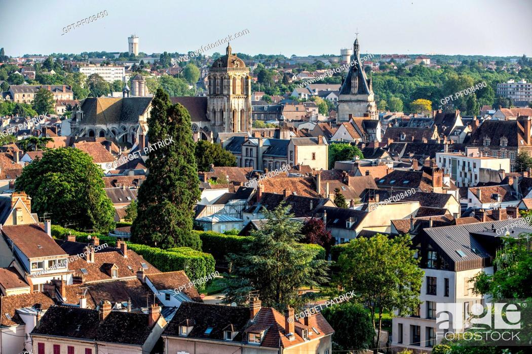 Imagen: VIEW FROM THE ROYAL CHAPEL (BELFRY, SAINT-PIERRE CHURCH), CITY OF DREUX, EURE-ET-LOIR (28), FRANCE.