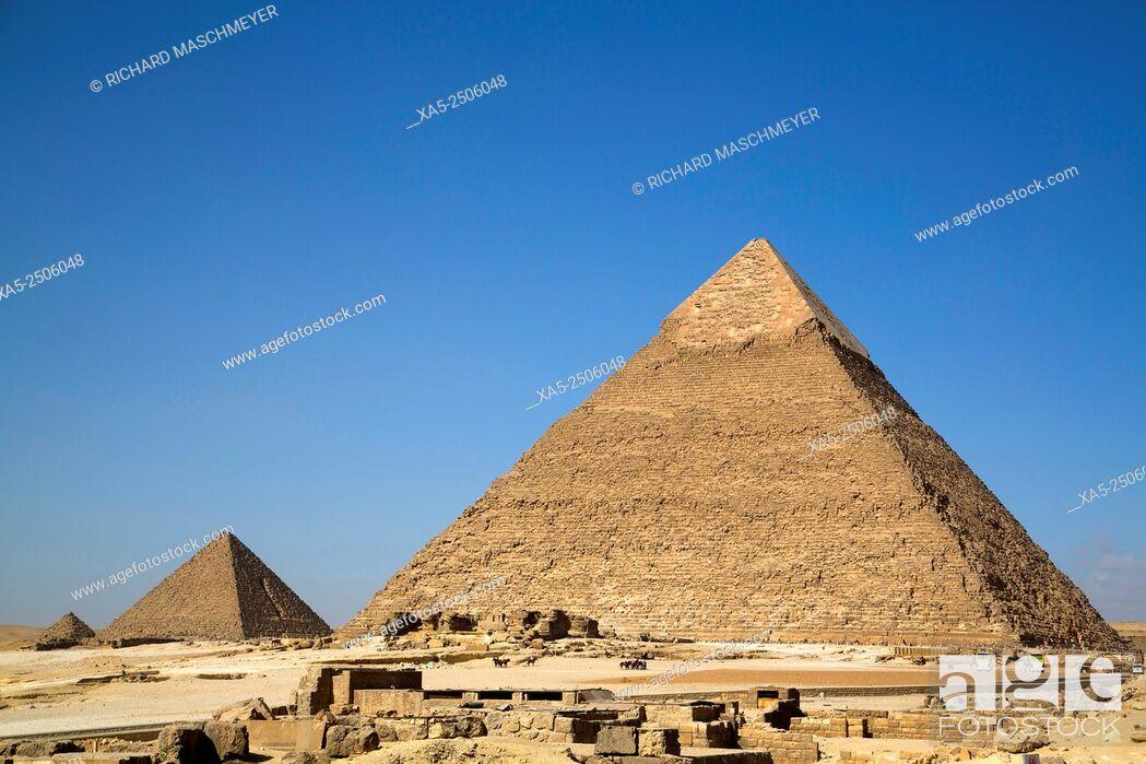 Imagen: Pyramid of Chephren (foreground), The Giza Pyramids, Giza, Egypt.