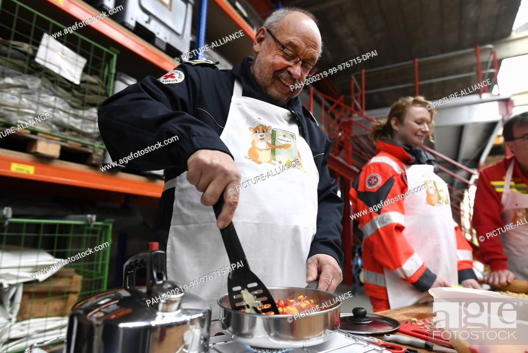 Stock Photo: 19 February 2020, North Rhine-Westphalia, Bonn: Peter Winter, German Red Cross (DRK), cooks on a gas stove. The Federal Office for Civil Protection and Disaster.