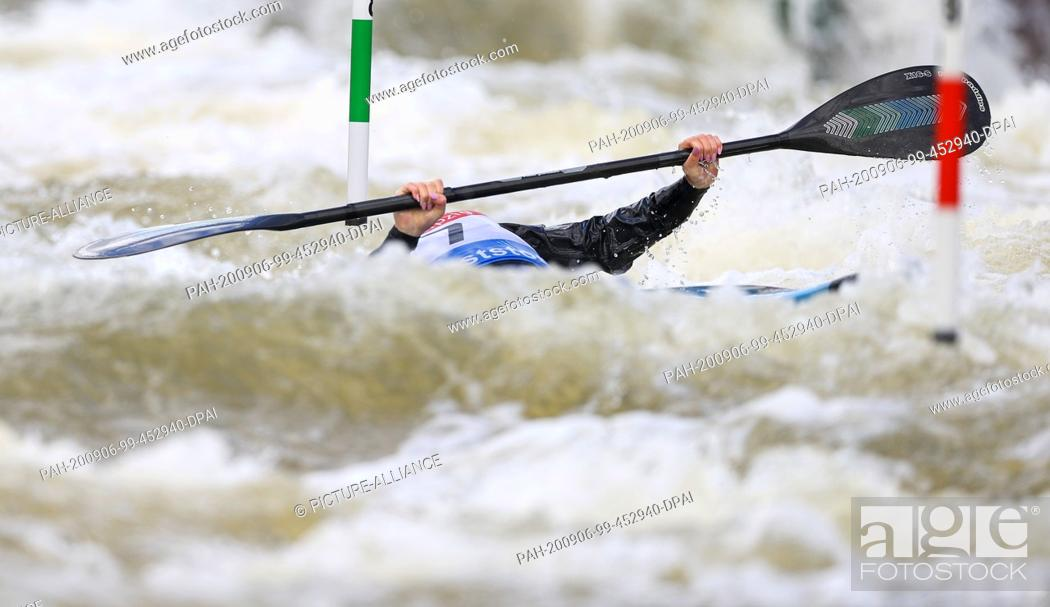 Stock Photo: 06 September 2020, Saxony, Markkleeberg: Canoe/Slalom: German championship. Lucie Krech starts in the final kayak of a junior and dives under a gate.