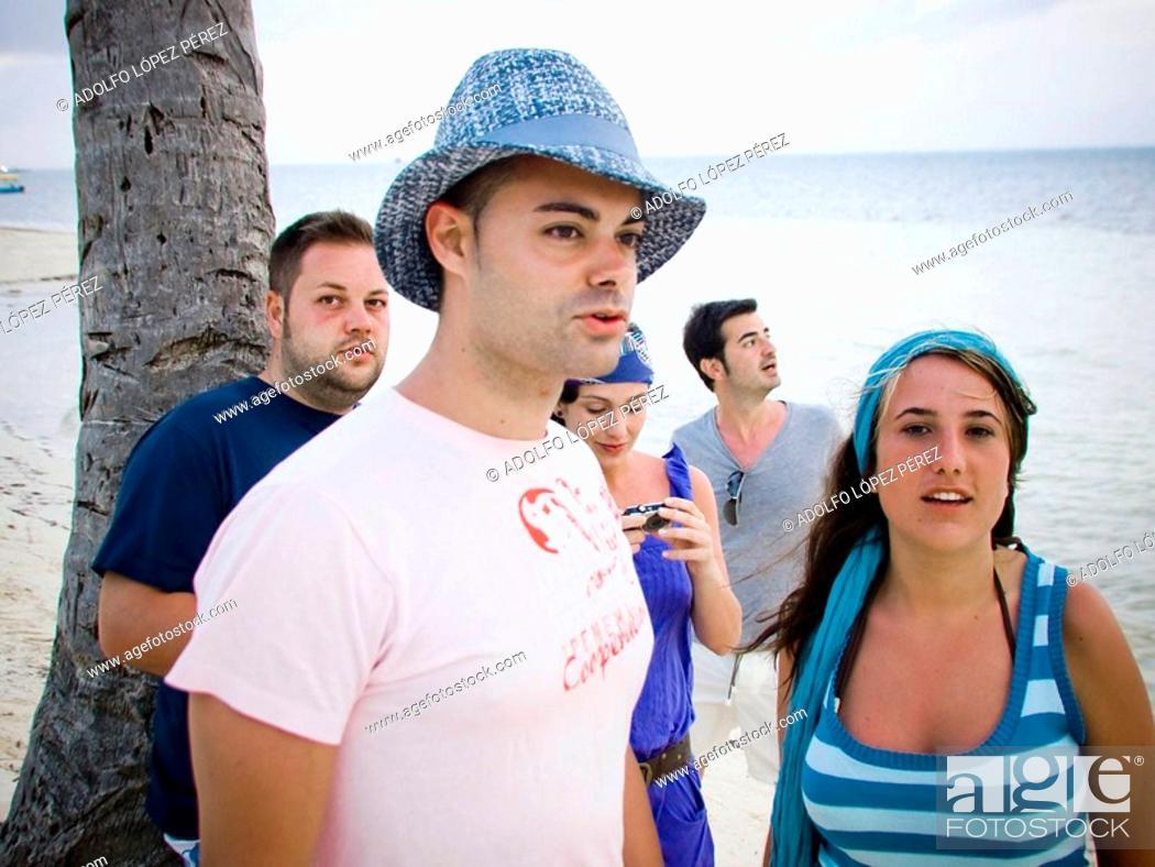 Stock Photo: grupo de amigos en Punta Cana, República Dominicana.