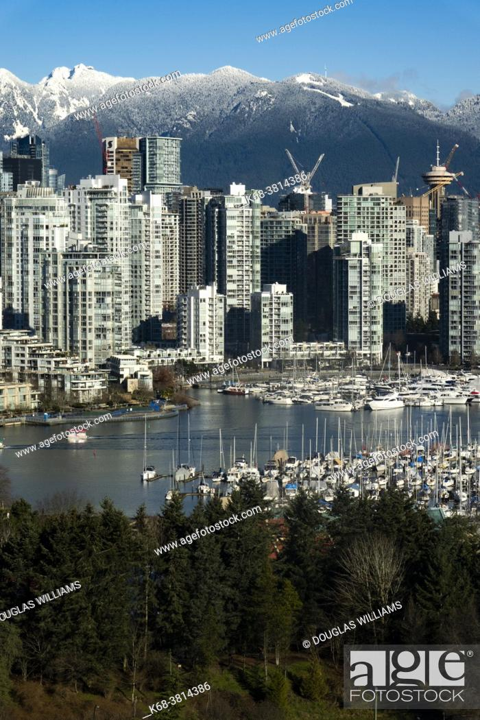 Photo de stock: Downtown Vancouver from Broadway, showing False Creek.
