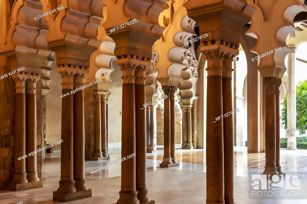 Imagen: Zaragoza, Spain - Jan 2019: Moorish-Taifa north side halls facing the courtyard at Aljaferia Palace.