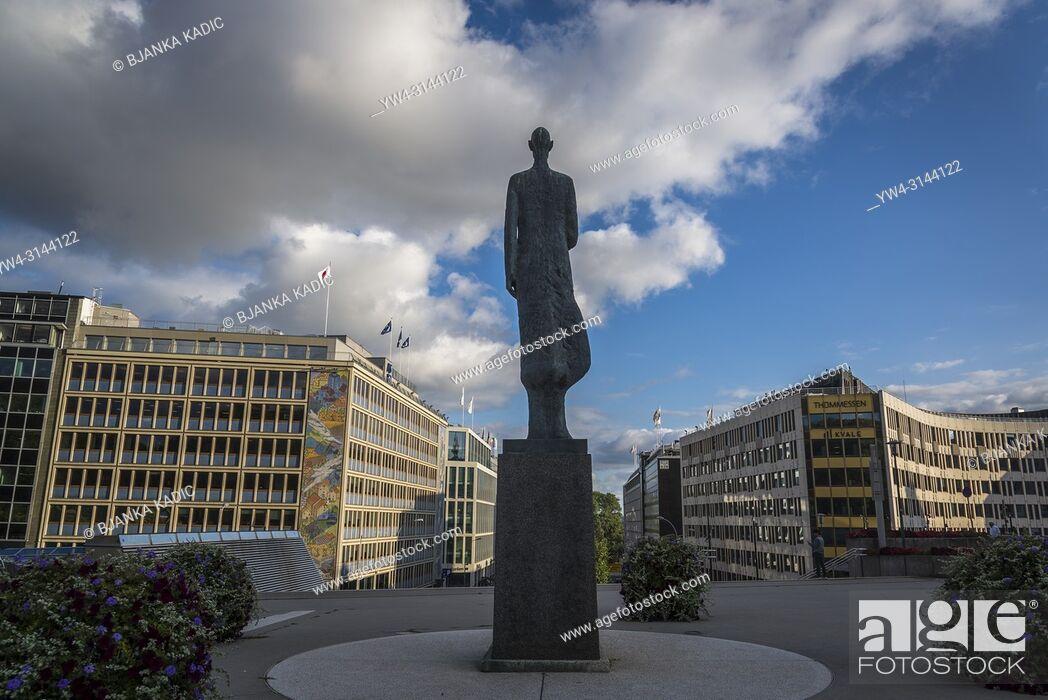 Photo de stock: Statue of King Haakon VII of Norway, Oslo, Norway.