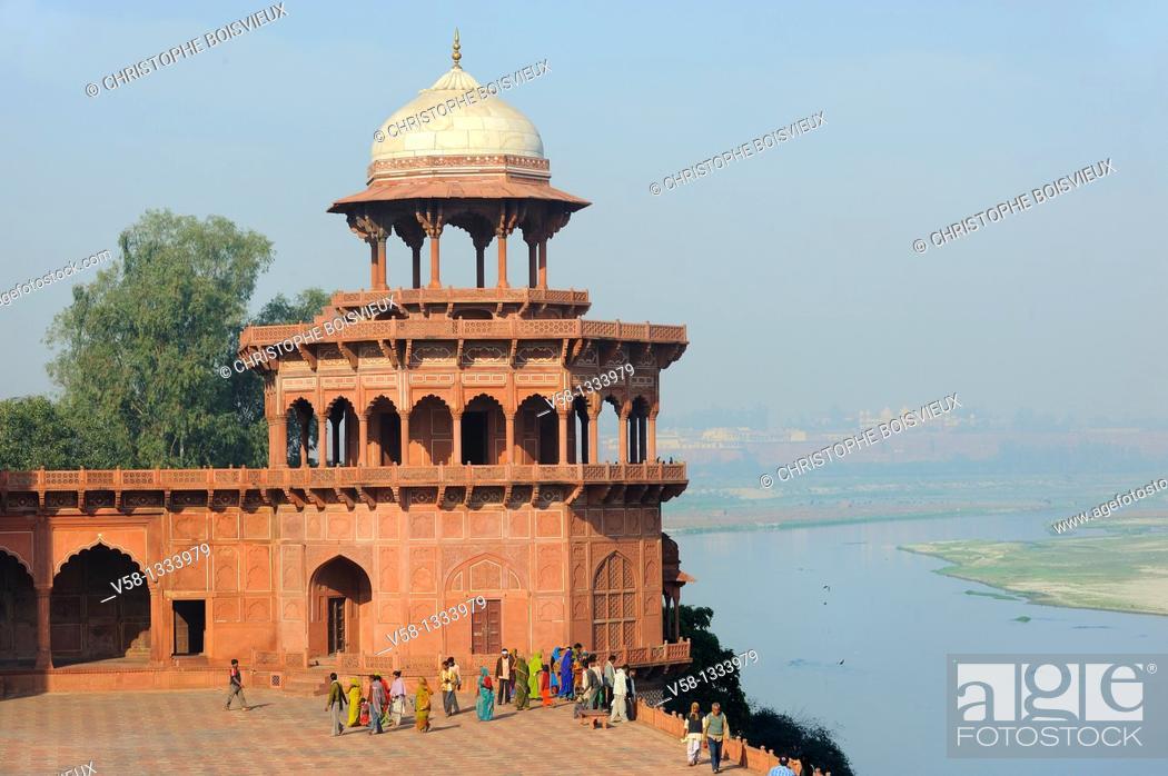 Stock Photo: India, Uttar Pradesh, Agra, World Heritage Site, Taj Mahal complex, Kiosk overlooking the Yamuna.