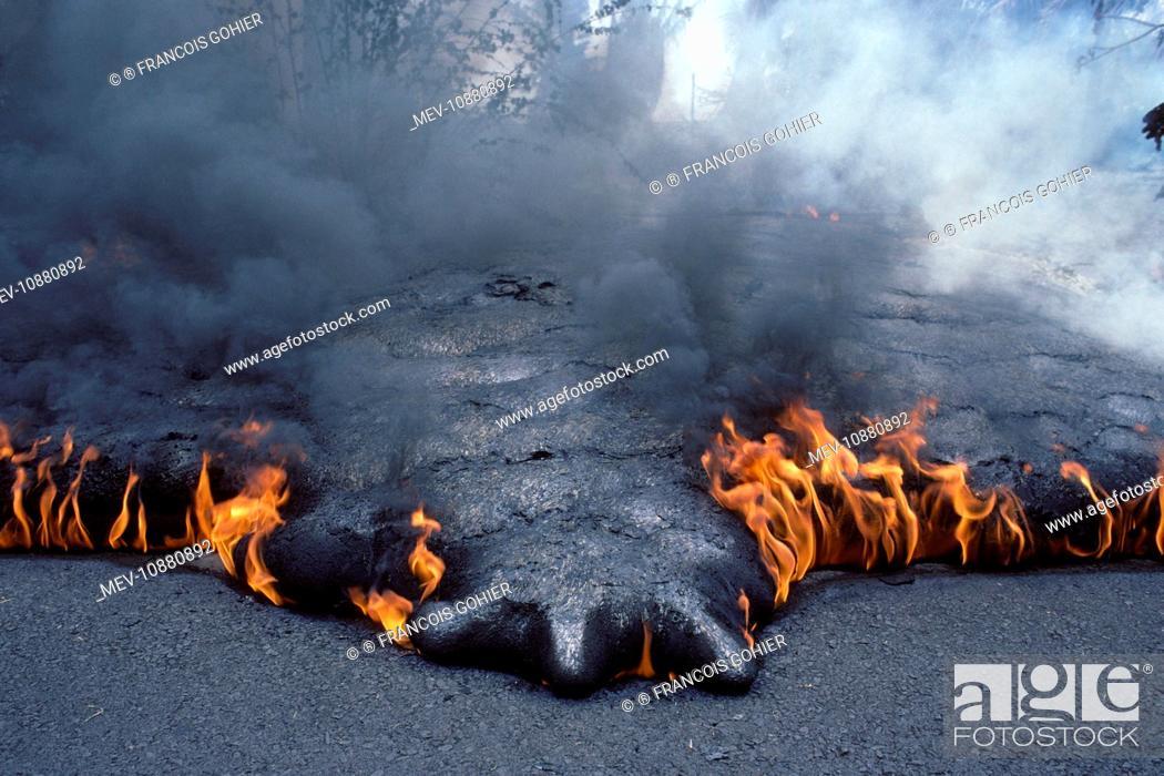 Stock Photo: USA - Hawaii - Big Island - Eruption of the Pu'u O'o Vent - a vent of the Kilauea Volcano (Volcano Kilauea). Fingers of lava at the front of an advancing lava.