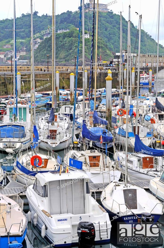 Stock Photo: Boats in the dock in San Sebastian, Guipúzcoa, Basque Country, Spain.