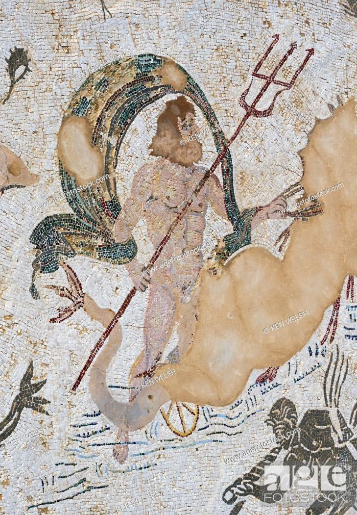 Imagen: Roman city of Italica, near Santiponce, Seville Province, Andalusia, southern Spain. Mosaic of Neptune in the Casa de Neptuno - the House of Neptune.