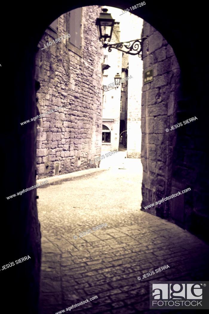 Stock Photo: Street in Sarlat-la-Canéda, Perigord, Dordogne, France.