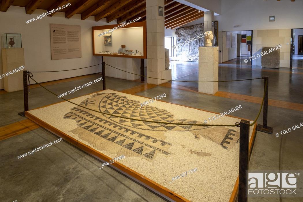 Stock Photo: mosaico de la vivienda de Caius Lulius Silvanus, siglo III, Museo-Centro de Interpretación del parque arqueológico de Segóbriga, Saelices, Cuenca.