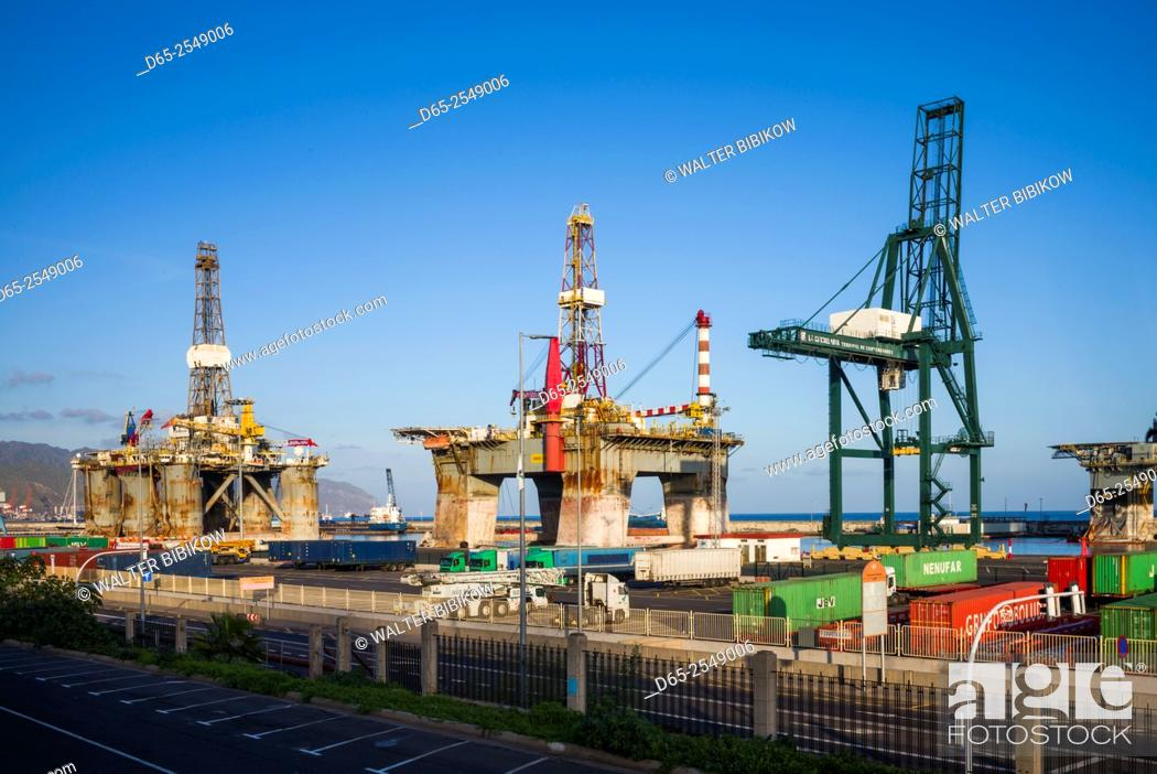 Stock Photo: Spain, Canary Islands, Tenerife, Santa Cruz de Tenerife, oil drilling rigs in the port.