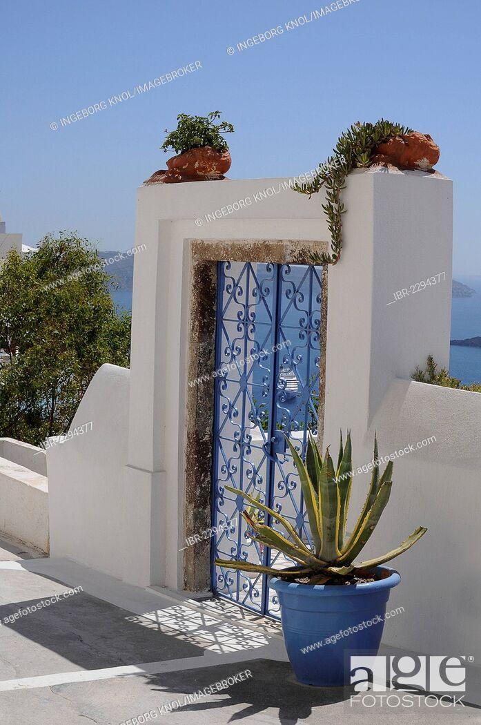 Imagen: Closed door, entrance, Oia, Santorini, Greece, Europe, PublicGround.