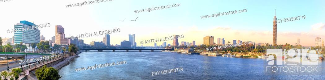 Imagen: Panorama of Cairo, the Nile and Gezira island view, Egypt.