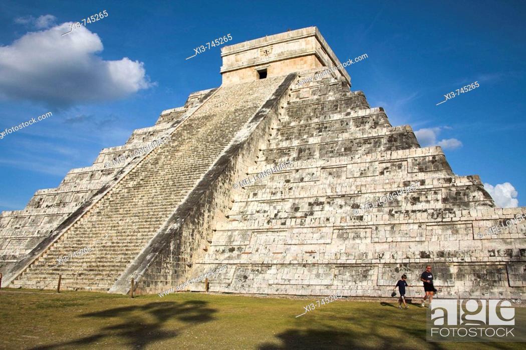 Stock Photo: El Castillo, Pyramid of Kukulkan, Chichen Itza Archaeological Site, Chichen Itza, Yucatan State, Mexico.
