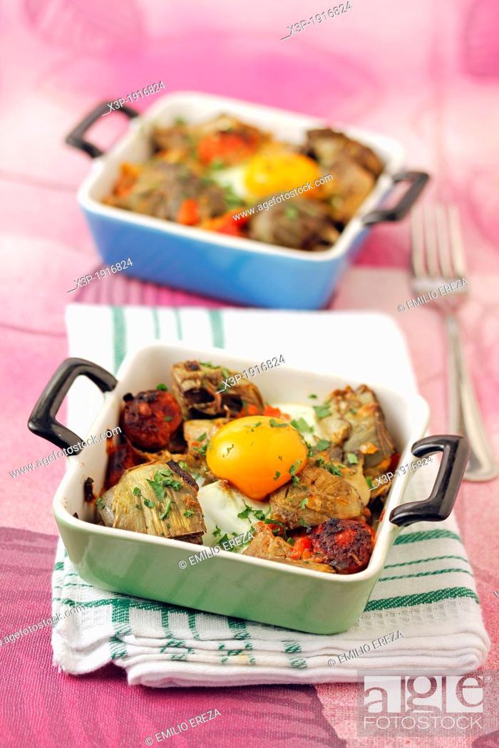 Imagen: Artichokes with egg and chorizo.
