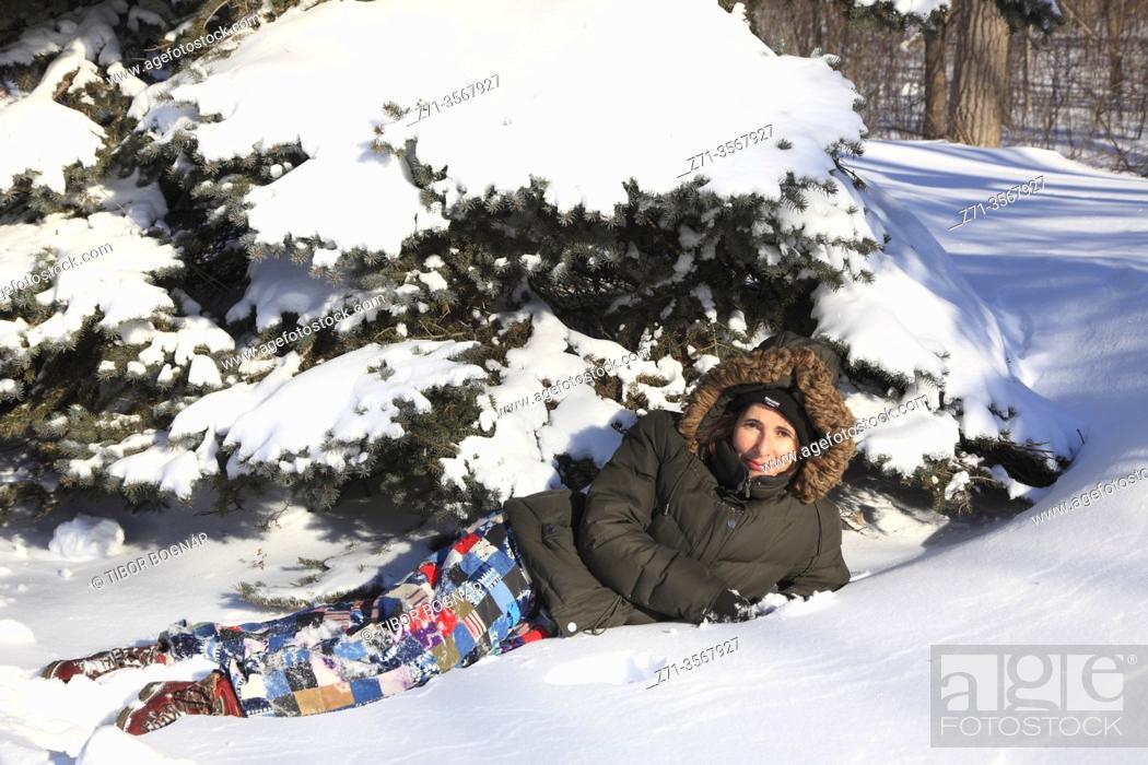 Stock Photo: Canada, Montreal, winter, pine tree, snow, people, .