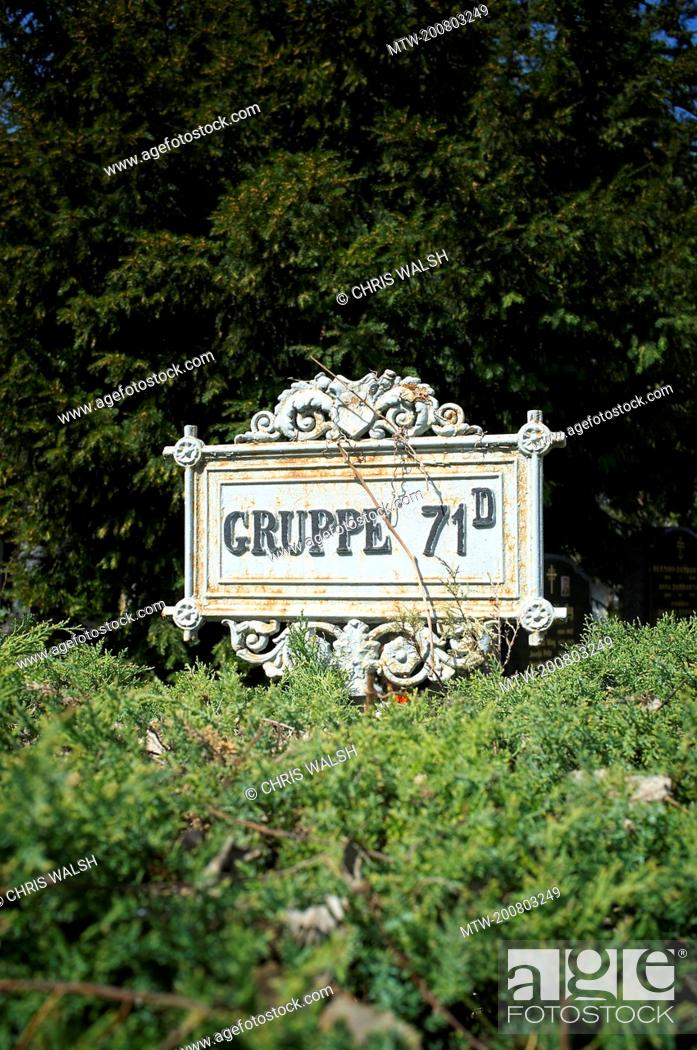 Imagen: Sign cemetery group area row metal guidepost.