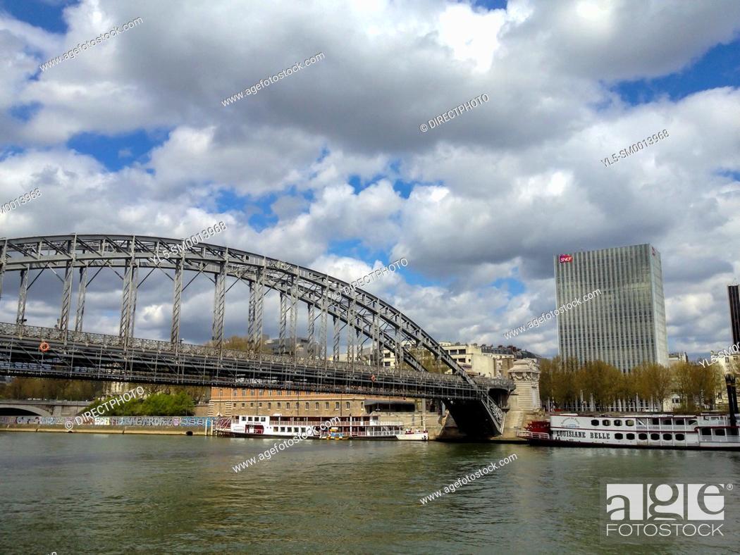 Imagen: Paris, France. Scenic, Seine River with Austerlitz Bridge.
