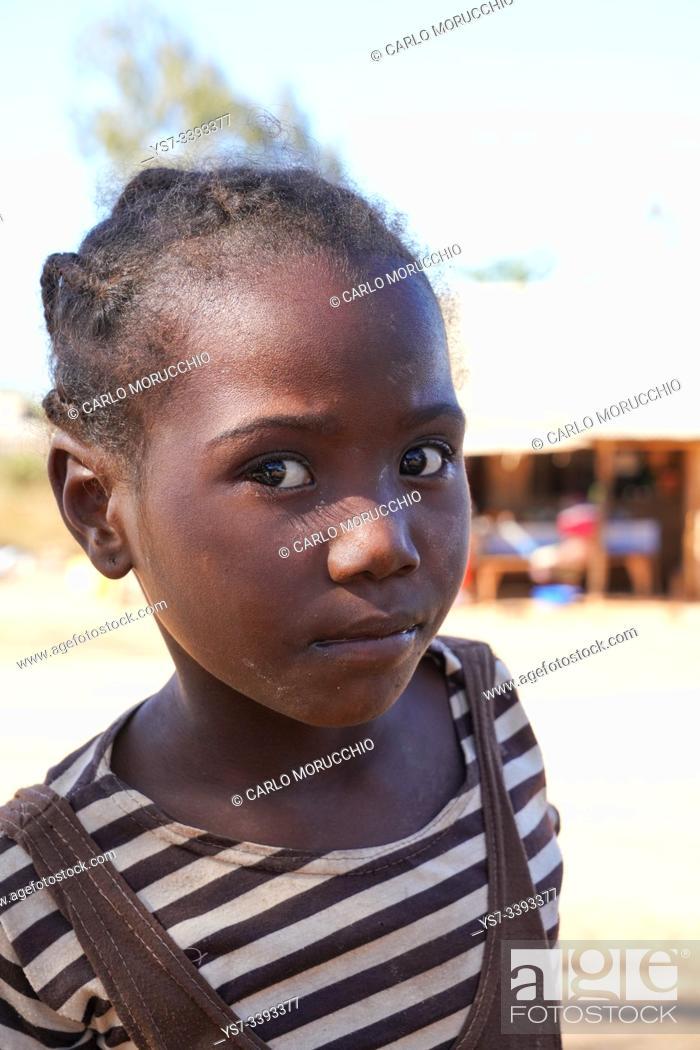 Imagen: Children at the weekly market at Belo sur Tsiribihina, Menabe region, Western Madagascar.